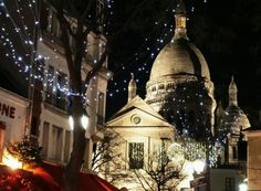 Listen to Christmas music on the esplanade of Sacre Coeur Basilica